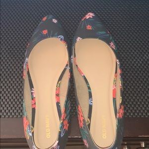 Old Navy Floral Pointy Flats